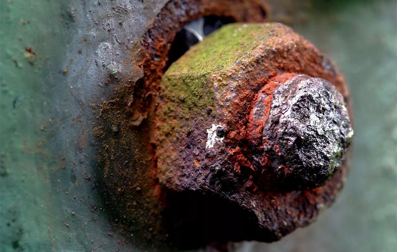 Как избежать появления коррозии на крепежных изделиях?